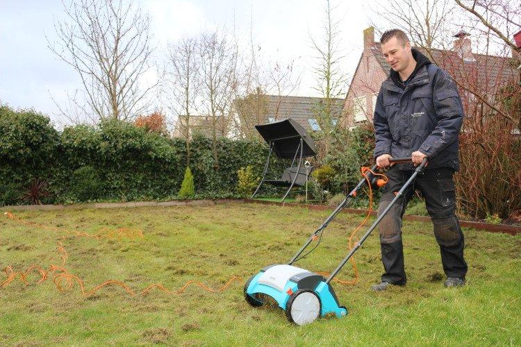 Verticuteren van het gras - PlantPlezier.nl