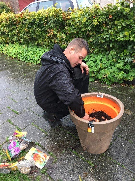 Ivo maakt een toverpot - PlantPlezier.nl
