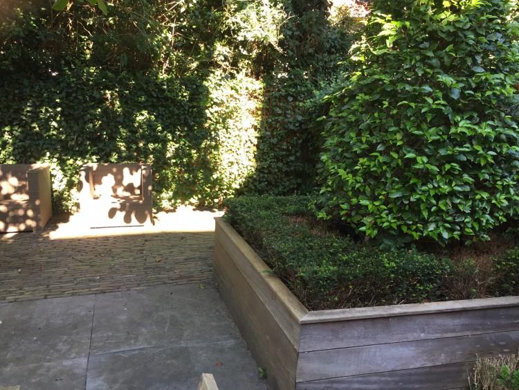 Een hoekje geeft tuin diepte en maakt het spannender.