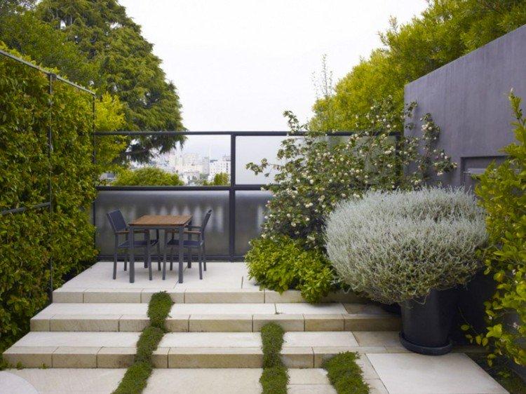 Hoe kun je een kleine tuin groter laten lijken - PlantPlezier.nl